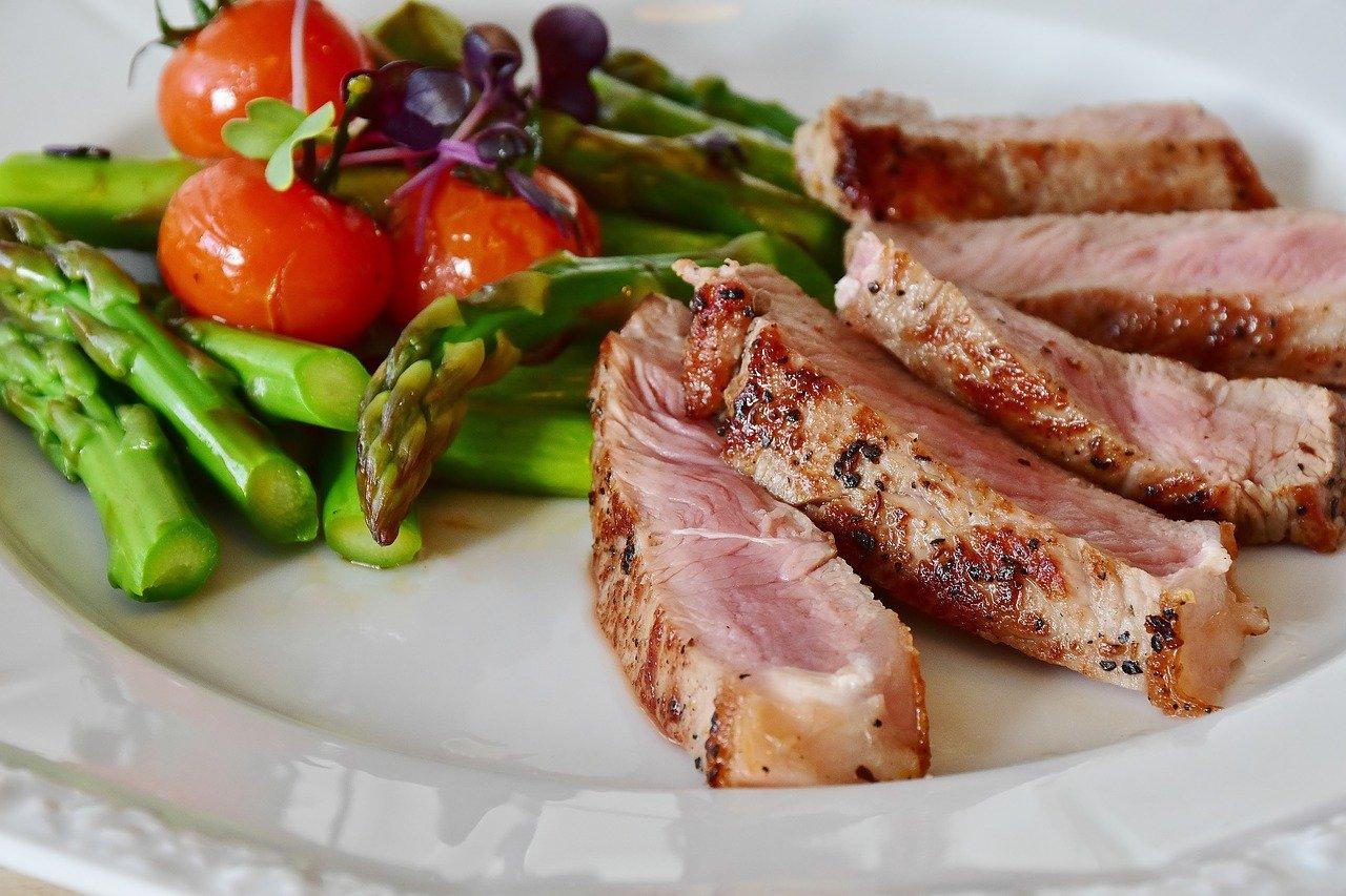Jak łączyć pokarmy aby schudnąć? Zdrowa redukcja.